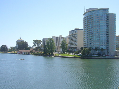 Spacious Condo on Lake Merritt